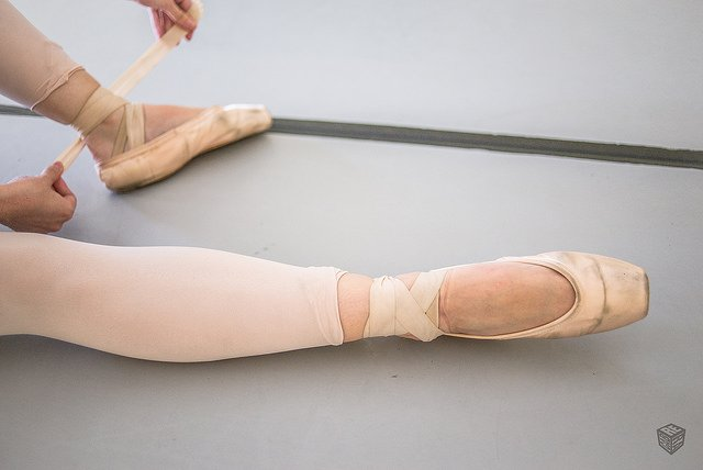 properly tying pointe shoes