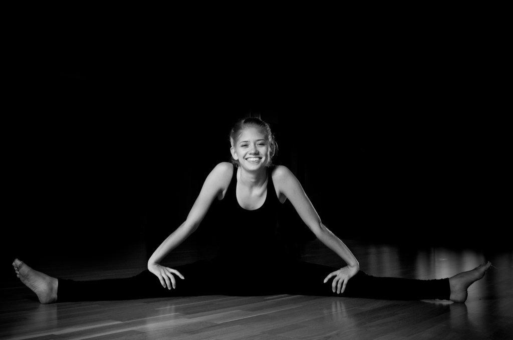 smiling ballet student in splits