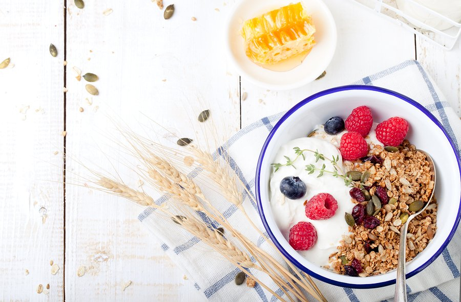 greek yogurt with fruit and granola
